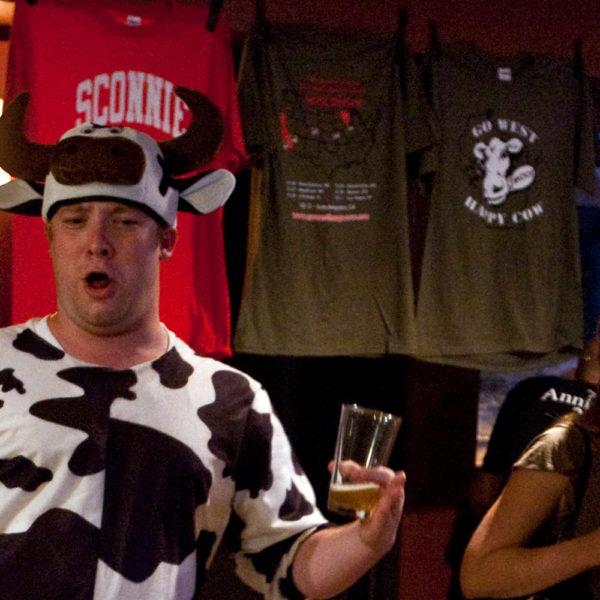 Kurt Cheering with Shirts